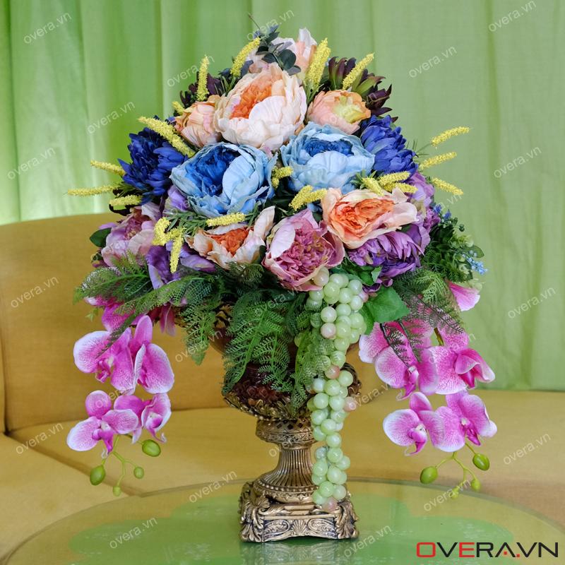 Trang trí phòng khách lịch lãm với hoa giả lụa nghệ thuật